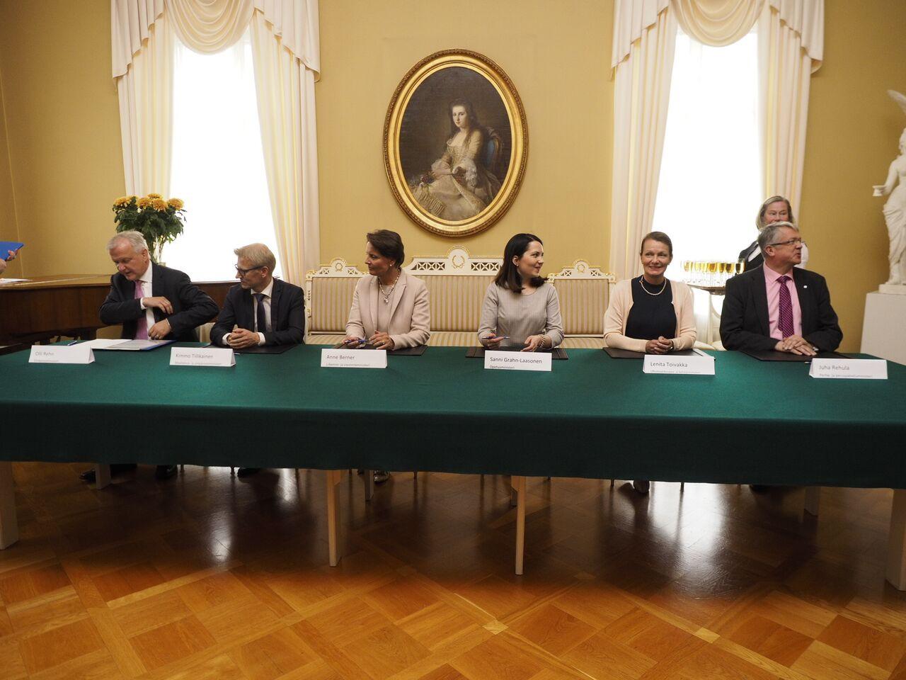 Ministerit allekirjoittavat MAL-sopimukset